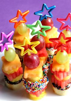 Rainbow Star Cake Pop Sticks, Dessert Skewers, Party Picks (set of don't have any to order, but cute idea! Rainbow Cake Pops, Rainbow Star, Rainbow Treats, Rainbow Cakes, Dessert Skewers, Fruit Skewers, Cute Food, Good Food, Delicious Desserts