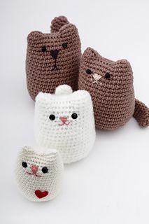 Crochet cat family by Mishto2014. (Free pattern).