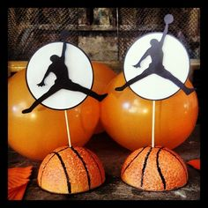 silhouette of a basketball play centerpiece Más
