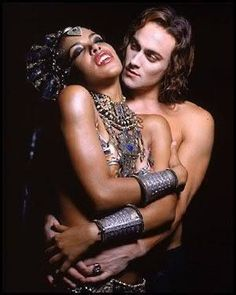 Akasha - Aaliyah - Lestat de Lioncourt - Stuart Townsend - Queen of the Damned Anne Rice, Movies Showing, Movies And Tv Shows, Stuart Townsend, Queen Of The Damned, Vampire Love, Vampire Queen, Scary Vampire, Vampire Bites