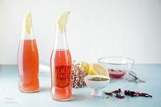 Limonada, stevia e hibisco by Heva Stevia, Hot Sauce Bottles, Food Photography, Hibiscus, Homemade Lemonade, Medicinal Plants, Homemade, Sweets