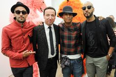 """Opening of the inaugural exhibition by PAOLA PIVI """"Ok, you are better than me, so what?"""", Galerie Perrotin, New York / 2013. From left to right :  JR, Emmanuel Perrotin, Pharrell Williams et Swizz Beatz Photo : Neil Rasmus Courtesy Galerie Perrotin"""