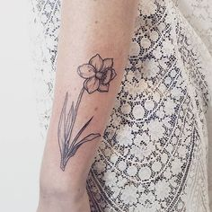 Pin for Later: 21 Seasonal Tattoo Ideas For Anyone Who Really, Truly Loves Spring A Spring Daffodil