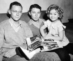 A Rare Fox Studio Photo of Shirley Temple at home with her brothers, circa She was born in imagine how young she was when she made film in Child Actresses, Actors & Actresses, Classic Actresses, Vintage Hollywood, Classic Hollywood, Shirley Temple, Temple Movie, Fox Studios, Idole