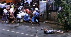Premio Pulitzer de fotografía de 2008  Para Adrees Latif de Reuters por su foto en la que un cámara japonés es herido fatalmente en unas manifestaciones en Myanmar
