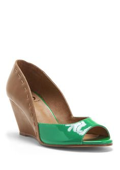 A touch of green to make all the other ladies envious!