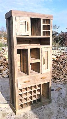 Pallet Furniture Projects If you love pallet projects, you are at right place. You might have made some useful home projects with old wood pallets but you will still be surprised when you see these awesome creations below. Pallet Patio Furniture, Furniture Projects, Rustic Furniture, Diy Furniture, Furniture Stores, Furniture Plans, Luxury Furniture, Furniture Online, Discount Furniture