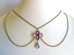 Pedrería collar cuello Peter Pan en cadena bronce Burlesque violeta Rhinestone Vintage estilo antiguo