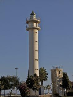 HISTORIAS Y FOTOS DE FAROS: Los faros de Torre del Mar en Málaga ... Cn Tower, Bobs, Building, Mediterranean Sea, Lighthouses, Towers, Islands, Squares, Buildings