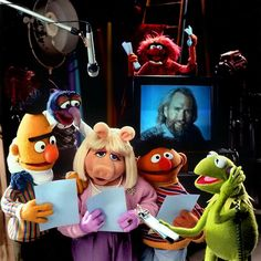 Muppet Show. Ernie, Bernie, Miss Piggy and Kermit