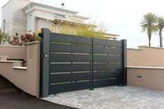 Modern Main Gate Designs, Modern Fence Design, Front Gates, Entrance Gates, House Roof Design, Front Gate Design, Thatched House, Metal Gates, Iron Doors
