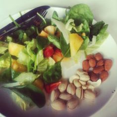 salad and mixed nuts (1 serving)