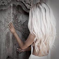 Hair hair styles hair color hair cuts hair color ideas for brunettes hair color ideas White Blonde Hair, Icy Blonde, Gray Hair, Platinum Blonde Hair Color, Platinum Blonde Hairstyles, White Ombre Hair, White Blonde Highlights, Platinum Blonde Balayage, Brassy Blonde