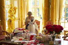 EXCLUSIVE: Queen looks at Jubilee cards