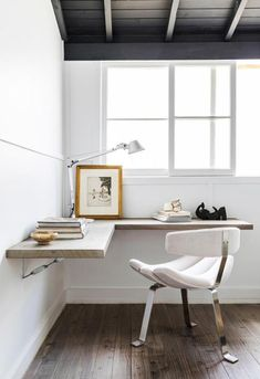 Browse pictures of home office design. Here are our favorite home office ideas that let you work from home. Shared them so you can learn how to work. Home Office Space, Home Office Desks, Small Office, Corner Office Desk, Apartment Office, Office Workspace, Hideaway Computer Desk, Computer Desk In Bedroom, Modern Corner Desk