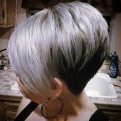 When i did my sisters hair #ashgrey with black #undercut , really liked this one . #styleshopconnect #barberzworldwide #barberpost @barberzworldwide @studentbarberconnect @stylistshopconnect #ash #greyhair