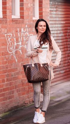 Street wear - relaxed vibe! #Casual #Trendy #Tomboy Personal Stylist, Fashion Stylist, Tomboy, Fashion Bloggers, Street Wear, Stylists, Tote Bag, Casual, How To Wear