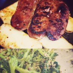 Il classico Salame ai ferri con polenta e broccoli.