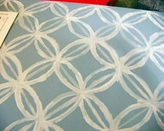 overlapping circles with small line painted in overlapped section - quatrefoil!