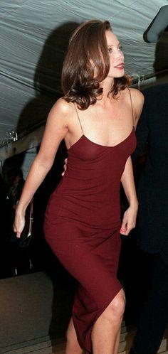burgundy sleeveless dress + balck clutch /Christy Turlington