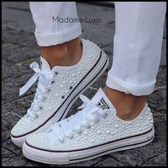 Adorei esse all star com perolas e fita de cetim The post Adorei esse all star com perolas e fita de cetim appeared first on Diy. Bride Sneakers, Bride Converse, Converse Wedding Shoes, Wedding Sneakers, Prom Shoes, Converse Sneakers, Bedazzled Converse, Rhinestone Converse, Wedding Tennis Shoes
