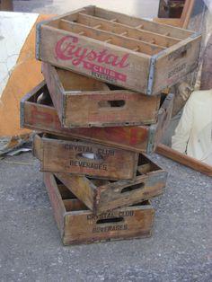 Bottle crates turn into shelves for knick-knacks Vintage Crates, Hells Kitchen, Jenga, Fleas, Pallet, Shelves, Marketing, Antiques, Toys