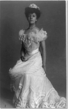 """vintage everyday: 24 Beautiful Vintage Portrait Photos of a Young Alice Roosevelt Longworth, Also Known as """"Princess Alice"""" and """"The Other Washington Monument"""" Alice Roosevelt, Theodore Roosevelt, Roosevelt Family, President Roosevelt, Eleanor Roosevelt, American Presidents, American History, Corset, Princess Alice"""
