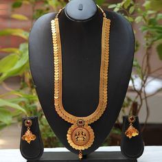 Shop Temple Coin Laxmi Pendent White Pearl Long Necklace Set by Traditionalindia… Gold Bridal Earrings, Gold Earrings Designs, Necklace Designs, Gold Chain Design, Gold Jewellery Design, Indian Wedding Jewelry, Wedding Jewelry Sets, Gold Jewelry Simple, India Jewelry