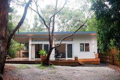 Prefab homes and modular homes in Australia: Ecoliv Sustainable Modular Homes Modular Home Designs, Modular Design, Tropical House Design, Small House Design, Sustainable Development Projects, Pre Built Homes, Retro Beach House, Small Beach Houses, Prefab Modular Homes