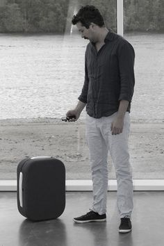 Hop Suitcase Follows You Around Like a Puppy through use of your Smartphone.