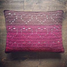 Crochet Pillow Patterns Free, Free Crochet, Free Pattern, Crochet Ideas, Cushion Cover Pattern, Crochet Ripple, Crochet Elephant, Heart Pillow, Crochet Home