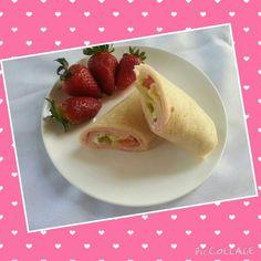 Wraps de jamón y frutillas super combinación!  Solo en #LaHoradelLunch