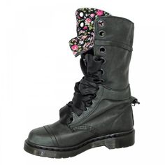 Dr. Martens Triumph 1914 14-Eye Boot Black. Moonamastewithlove · Stiefel 7932e4550f