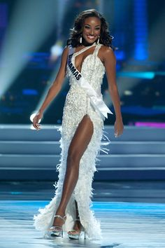 How To Select The Right Gown For Miss USA http://thepageantplanet.com/select-right-gown-miss-usa/