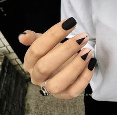 Pin by Heather Hudson on Nails Nail designs, Black nail art lovely nails hudson - Lovely Nails Minimalist Nails, Minimalist Style, White Nail Designs, Nail Art Designs, Hair And Nails, My Nails, Matte Black Nails, Dark Nails, Nagellack Design