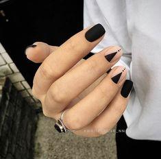 Pin by Heather Hudson on Nails Nail designs, Black nail art lovely nails hudson - Lovely Nails Minimalist Nails, Minimalist Style, White Nail Designs, Nail Art Designs, Gel Nails, Nail Polish, Matte Black Nails, Dark Nails, Shellac