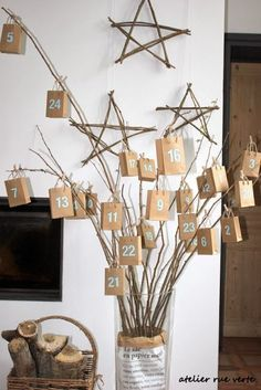 Advent Calendar - brown paper bags / boxes hanging from cut branches Christmas Countdown, Noel Christmas, Advent Calenders, Diy Advent Calendar, Christmas In Italy, Christmas Is Coming, Christmas Crafts, Christmas Decorations, Navidad Diy