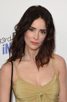 Abigail Spencer Photos - Actor Abigail Spencer attends the 2018 Film Independent Spirit Awards on March 2018 in Santa Monica, California. Beautiful Celebrities, Beautiful Actresses, Beautiful Ladies, Anna Hendricks, Abigail Spencer, Facial Scrubs, Facial Masks, Flawless Face, Dark Beauty