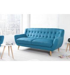Un canapé 3 places de style rétro moderne avec un rembourrage confortable parfait à votre salon. Sa base en pin essencestable et solide et son tissu de couv...