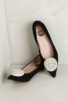 Make a rosette shoe clip Pointy Toe Flats, Stiletto Shoes, Black And White Flats, Everyday Shoes, Shoe Clips, Tory Burch Flats, Ballet Flats, Me Too Shoes, Fashion Shoes