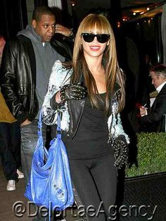 Beyonce toting blue large Balenciaga City tote    After Beyonce's freshly released perfume 'Heat,' she and hubby Jay-Z was seen leaving a restaurant with her oversized blue Balenciaga City tote.    *courtesy of Delortae Agency luxury authentic handbag SPA, visit us on Facebook; www.facebook.com/DelortaeAgency