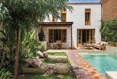 18 casas con piscina para disfrutar del verano Barcelona Apartment, Lakeside Cabin, Paris Home, Style Minimaliste, French Country Style, Mediterranean Style, Townhouse, Villa, House Styles
