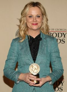 Amy Poehler - liking the jacket and shirt combo