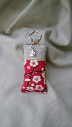Fabric Earrings, Fabric Jewelry, Sewing Crafts, Sewing Projects, Diy Purse, Key Fobs, Key Chain, Craft Fairs, Mobiles