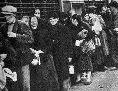 España | Posguerra Española | 1939. Cola de racionamiento de alimentos básicos.