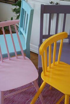 Koti asemalla: Värikkäitä tuoleja My Room, Floor Chair, Flooring, Interior, Furniture, Country, Home Decor, Decoration Home, Indoor