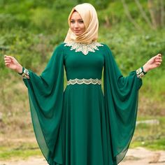 Emerald green dress combined with gold - check out: Esma <3