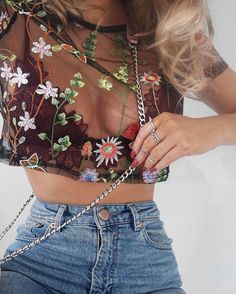 "4,630 mentions J'aime, 36 commentaires - Lydia Rose (@fashioninflux) sur Instagram : ""Big on the floral details  ordered a couple of other eBay mesh tops tooo - happy to be the guinea…"""