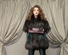 This is Larusmiani woman, wearing a fox fur degrade iacket in the shades of grey and peacock blue perfectly matched by patterned high waist trousers. The touch of #style: leather gloves and crocodile clutch. #handmade #luxury www.larusmiani.it