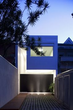 CR2 Architecture and FGMF Architects have designed the 4×30 house in São Paulo, Brazil.